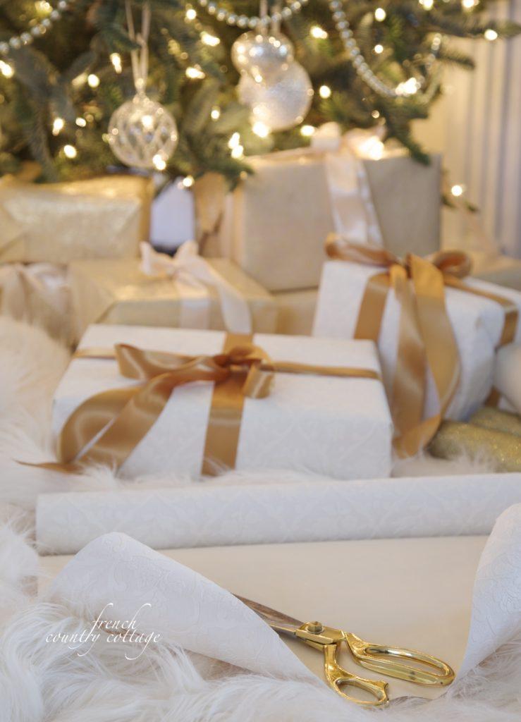 wallpaper gift wrap ideas for Christmas
