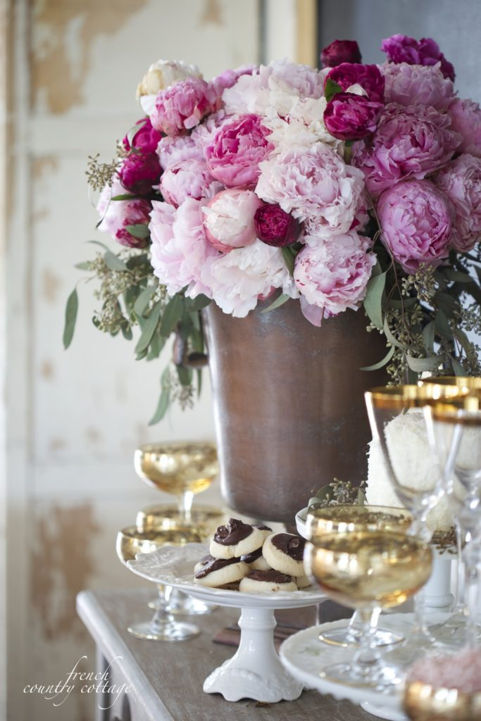 Cookies and gold dishes with flowers for New Years Eve party