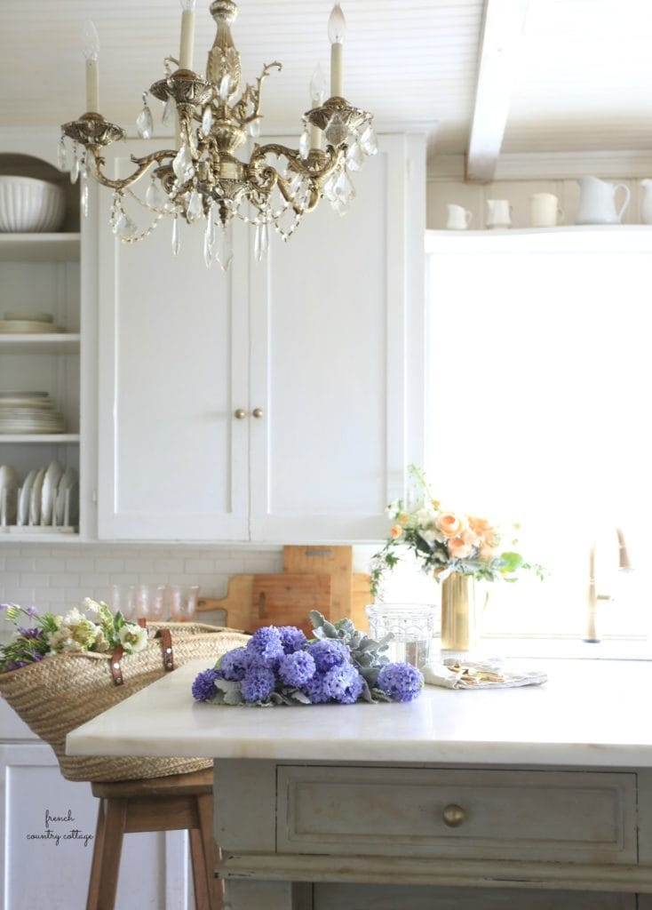 COTTAGE KITCHEN WITH FLOWERS AND MARKET BAG