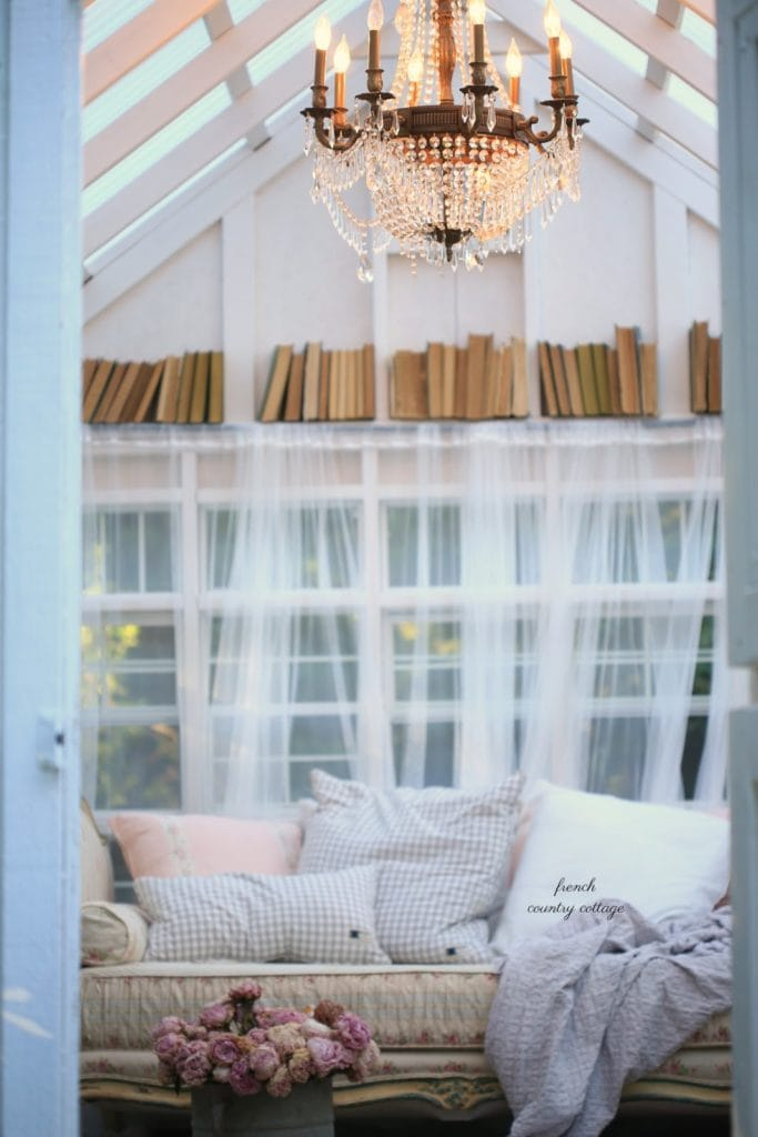 shed with french country decoration