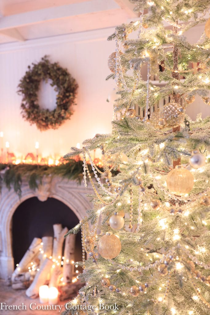 14 Ideas For Adding Farmhouse Christmas Charm French Country Cottage