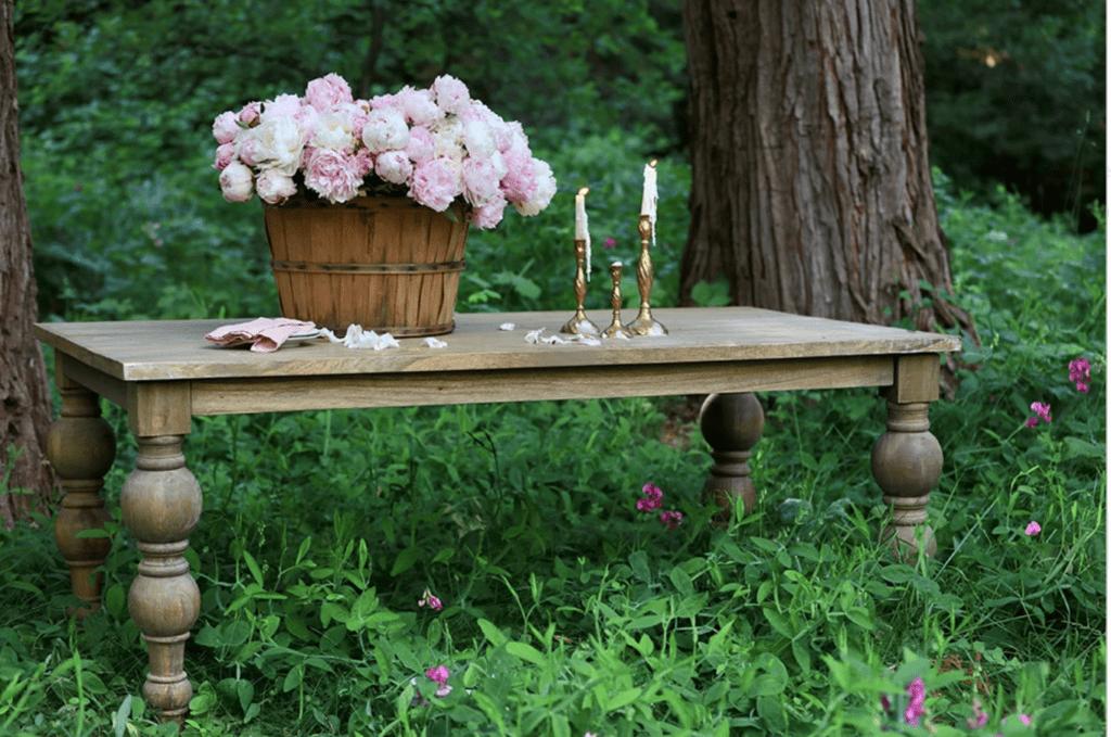 Farmhouse table in sweet peas