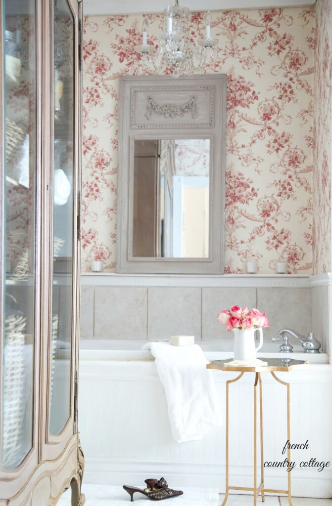 Wall papers and murals with a French feeling