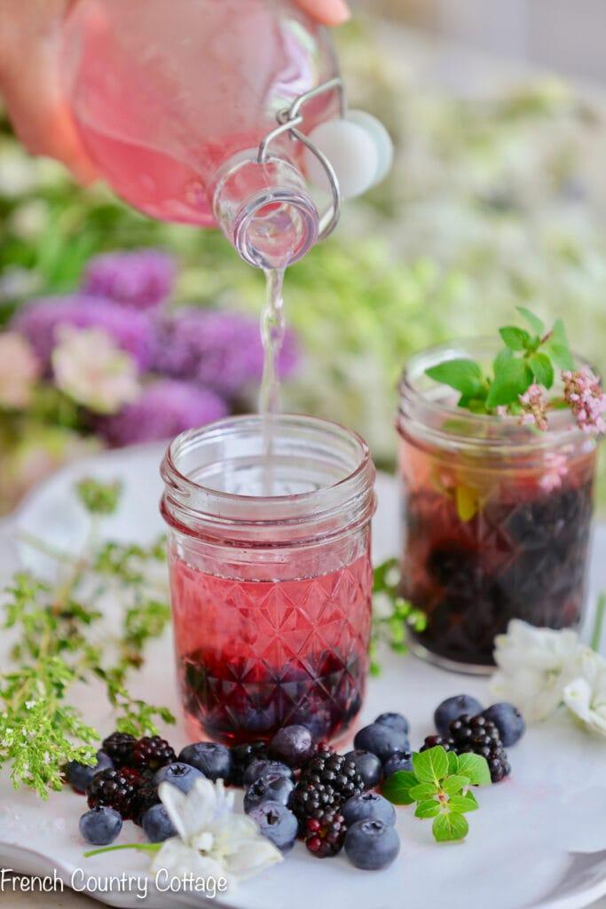 Making blackberry lemonade mixer