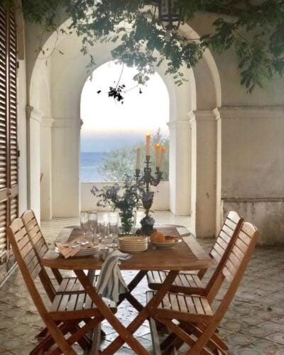 Table setting in Capri, Italy