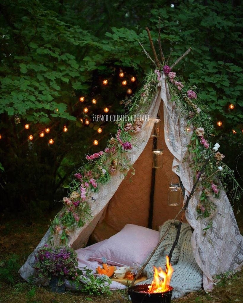 lace tent with dried flower garland